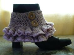 Steampunk fashion draws largely from Victorian-era styles and designs. One item common between the two styles are spats, fabric cuffs that go over boots. This free crochet pattern will show you how (How To Make Christmas Boots) Crochet Boots, Crochet Slippers, Crochet Clothes, Diy Clothes, Steampunk Spats, Steampunk Fashion, Victorian Steampunk, Victorian Era, Crochet Boot Cuff Pattern