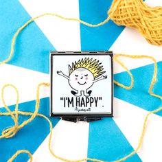 Espejo bolso - i'm happy #tiendaconalma #discapacidadintelectual #yosíquesé #accesorios #viaje #diseñográfico #arteconalma #espejo #espejoparaelbolso