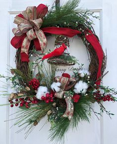 Super Ideas for diy christmas door decorations red berries Cabin Christmas, Christmas Front Doors, Woodland Christmas, Plaid Christmas, Country Christmas, Christmas Crafts, Christmas Decorations, Holiday Decor, Christmas Music