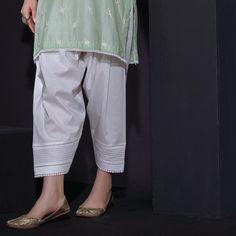 Kurti Sleeves Design, Kurta Neck Design, Sleeves Designs For Dresses, Prom Dresses With Sleeves, Salwar Designs, Kurta Designs Women, Kurti Designs Party Wear, Pakistani Dresses Casual, Pakistani Dress Design