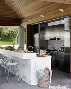 "Find out even more information on ""outdoor kitchen designs layout patio"". Take a… Find out even more information on ""outdoor kitchen designs layout patio"". Take a look at our site. Modern Outdoor Kitchen, Outdoor Kitchen Countertops, Outdoor Kitchen Bars, Backyard Kitchen, Outdoor Living, Outdoor Kitchens, Backyard Patio, Modern Farmhouse, Natural Kitchen"