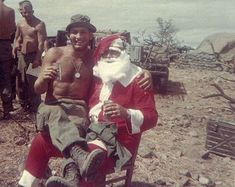 Do you get tired of the same old Vietnam war photos? Well don't worry because we've got you covered with plenty of unseen pictures of what life was like for soldiers in Vietnam as well as their civilian counterparts in America. Vietnam History, Vietnam War Photos, Christmas Soldiers, Colorized Photos, North Vietnam, American War, Vietnam Veterans, Historical Photos, Military Photos