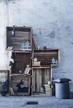 If you have old crates hidden somewhere in your basement take them into your home and make them useful. Vintage crates can look awesome in modern interior Old Wooden Crates, Vintage Crates, Wooden Boxes, Wood Pallets, Noel Christmas, Rustic Christmas, Simple Christmas, Scandinavian Christmas, Christmas Projects