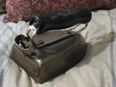A Junkee Shoppe Junk Market Stop: SUNBEAM Iron Co. Electric Clothes Iron Antique No Cord ... For Sale Click Link Here To View >>>> http://ajunkeeshoppe.blogspot.com/2015/12/sunbeam-iron-co-electric-clothes-iron.html