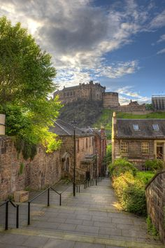Edinburgh Castle seen from The Vennel. #thisisedinburgh