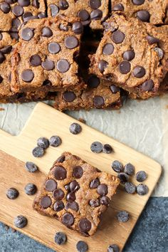 These Paleo Pumpkin Chocolate Chip Blondies are super chewy, fudgy, and so easy to make! Gluten free, dairy free, and naturally sweetened. #paleo #glutenfree #healthy #easyrecipe #dairyfree | realfoodwithjessica.com @realfoodwithjessica Paleo Dessert, Healthy Dessert Recipes, Gluten Free Desserts, Fun Desserts, Real Food Recipes, Delicious Desserts, Paleo Recipes, Cookbook Recipes, Healthy Foods