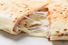 Pepperoni Pizza QuesadillaThis is one of my favs! The whole family eats it and they don't even realize they are eating Mission Carb Balance Whole Wheat Tortilla (or any low carb Pieces of Turkey C part skim Mozzarella Whole Wheat Tortillas, Low Carb Tortillas, Pizza Quesadilla, Dinner Is Coming, Tortilla Wraps, Weight Watchers Meals, Pepperoni, Low Carb Recipes, Tapas