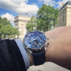 REPOST!!!  #Wristshot of my #WilliamL1985  #Vintage Style Calendar with #blue canvas  repost   credit: ID @guillaume_2406 (Instagram)