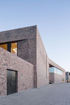Andreas Heller's brick facade makes a confident statement at the Hansemuseum Brick Architecture, Architecture Magazines, School Architecture, Architecture Details, D House, Facade House, Building Exterior, Brick Building, Facade Design