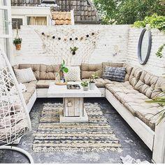 56 creative outdoor rooms ideas to upgrade your outdoor space 3 Small Balcony Garden, Small Balcony Decor, Small Patio, Outdoor Retreat, Outdoor Rooms, Outdoor Living, Outdoor Decor, Patio Seating, Pergola Patio