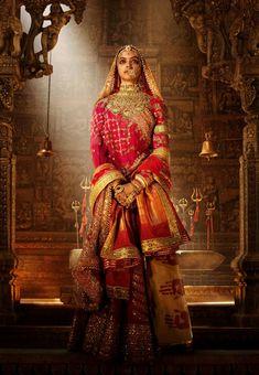 Rani Padmavati (Deepika Padukone) - the wife of Maharawal Ratan Singh (Shahid Kapoor), is known for her beauty and valour in century India. She captures the fancy of the reigning Sultan of Delhi, the tyrant Alauddin Khilji (Ranveer Singh), Padmavati Movie, Jumanji Movie, Super Movie, Bollywood Fashion, Bollywood Actress, Bollywood Jewelry, Bollywood Bridal, Bollywood Celebrities, Ancient Art