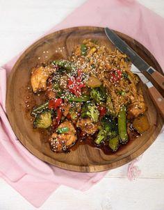 Groenten en kip uit de oven in sojasaus-marinade - Keuken♥Liefde Cooking Tips, Cooking Recipes, Healthy Recipes, Good Food, Yummy Food, Winter Food, Wok, Food Inspiration, Italian Recipes