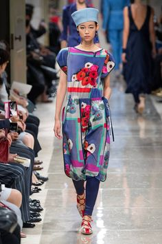 Giorgio Armani Resort 2020 Fashion Show Collection: See the complete Giorgio Armani Resort 2020 collection. Look 98 2020 Fashion Trends, Fashion 2020, Runway Fashion, High Fashion, Fashion Outfits, Womens Fashion, Armani Collection, Fashion Show Collection, Giorgio Armani