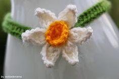 Deko: Halskette für die Blumenvase häkeln, Wohnaccessoires Crochet Flowers, Diy, Single Flowers, Vase Of Flowers, Peonies, Home Accessories, Neck Chain, Basteln, Crocheted Flowers