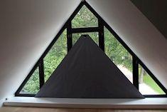 SunSquare® binnen toegepast als maatwerk raamverduistering Triangle Window, Restaurant Specials, Curtains With Blinds, Home Projects, Ramen, Outdoor Gear, Gazebo, Loft, Outdoor Structures
