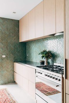 Zellige tiles, the glazed Moroccan tiles with the subtle ripply texture and deep, rich colors, are especially striking in a modern kitchen. Kitchen Splashback Tiles, Kitchen Flooring, Moroccan Tiles Kitchen, Architecture Renovation, Green Kitchen, Cuisines Design, Küchen Design, Design Ideas, Kitchen Interior