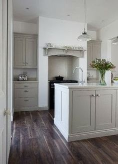 Farrow and Ball Hardwick white (cabinets)
