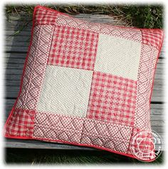 Diy Pillow Covers, Diy Pillows, Decorative Pillows, Quilting Projects, Quilting Designs, Sewing Projects, Patchwork Cushion, Quilted Pillow, Machine Quilting