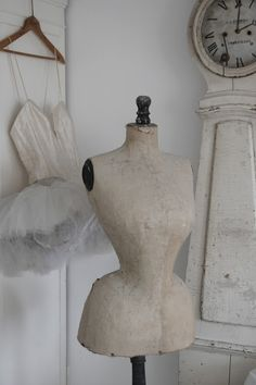 ✽ wasp-waisted dress form and tutu Dress Form Mannequin, Vintage Mannequin, Minimalist Outfit, Shabby Chic, White Rooms, Vintage Decor, Vintage Stuff, Classy And Fabulous, Mannequins