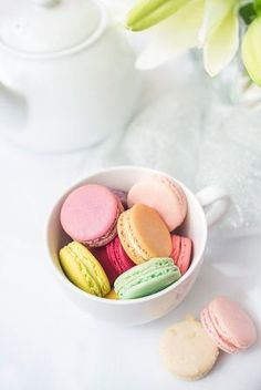 New York food photographer, Cayla Zahoran specializes in professional food photography for cookbooks, restaurants, & magazines. Macarons, Macaron Cookies, Macaron Wallpaper, New York Food, Food Photography Styling, Cupcake Photography, Food Styling, Confectionery, Prismacolor