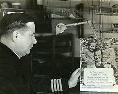 """La photo du commandant Gordon Rowe avec un message pour les allemands sur la photo de Von Bülow  """"La réponse du Ranger : plus de 44000 tonnes de tonnage allemand coulé ou endommagé par le groupe aérien du Ranger au large de Bodo le 4 octobre 1943"""""""