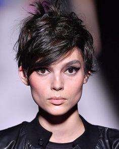 Kurzhaarschnitte für Frauen Girl Short Hair, Short Hair Cuts For Women, Short Hair Styles, Pixie Hairstyles, Pixie Haircut, Short Haircuts, Black Hair Model, Little Girl Haircuts, Hair Starting
