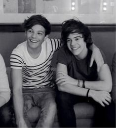 Louis Tomlinson and Harry Styles aww aren't they adorable? Larry Stylinson, Liam Payne, Louis Tomlinson, Niall Horan, Lgbt, Larry Shippers, Harry 1d, X Factor, One Direction Harry