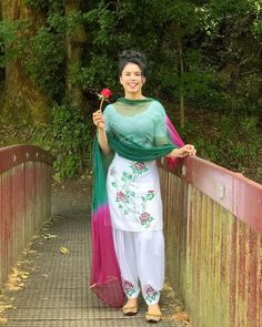 Patiala Suit Designs, Patiala Salwar Suits, Indian Salwar Suit, Shalwar Kameez, Punjabi Suits, Suit Fashion, Fashion Outfits, Patiyala Dress, Girls Status