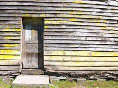 Puerta lateral vieja de la iglesia, Aytuy, Chiloè.
