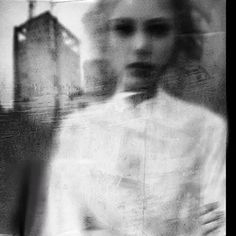 Surreal photography by Antonio Palmerini. Blur Photography, Surrealism Photography, Abstract Photography, Portrait Photography, Levitation Photography, Experimental Photography, Artistic Photography, The Dark Side, Poesia Visual