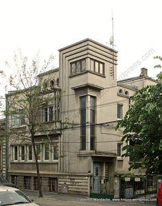 Bucharest Art Deco Style House is part of Landscape architecture Stairs Kengo Kuma - or were also built by It… Casa Art Deco, Art Deco Stil, Art Deco Home, Art Deco Era, Art Nouveau, Art And Architecture, Architecture Details, Design Industrial, Estilo Art Deco