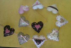 Guirnalda de corazones Crochet Necklace, Garlands, The Creation, Hearts, Manualidades