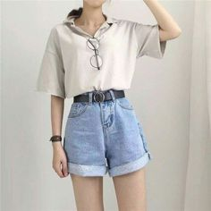 Was trägt man zu Vintage-Jeans mit hoher Taille und mehr als 50 besten Outfits?… What do you wear with vintage jeans with high waist and more than 50 best outfits? Vintage Jeans, Jean Vintage, Vintage Outfits, Fashion Vintage, Vintage Woman, Vintage Shorts, Dress Vintage, Korean Fashion Trends, Asian Fashion