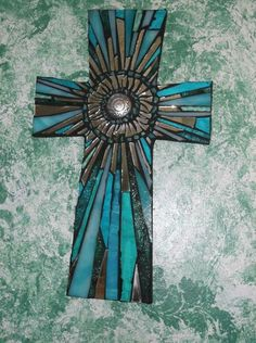 Mosaic Cross by Kathy J. Monti -long rays of glass Mirror Mosaic, Mosaic Diy, Mosaic Crafts, Mosaic Projects, Mosaic Glass, Mosaic Tiles, Fused Glass, Mosaic Crosses, Wooden Crosses