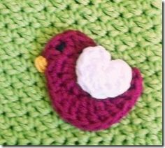 All Things Purdy: {DIY} Crochet Bird Hair Clip. Free pattern for this cute little birdie.
