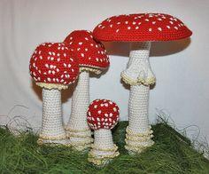 Mushroom crochet vignette pattern.