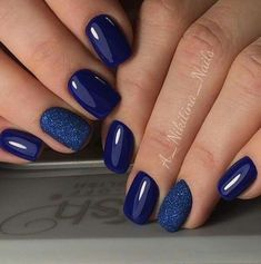 Navy blue nails, blue shellac nails, blue and silver nails, fabulous nails Green Nail Art, Green Nails, Fabulous Nails, Perfect Nails, Navy Nails, Blue Gel Nails, Blue And Silver Nails, Glitter Nails, Navy Nail Art