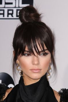 How to get Kendall Jenner haircut, Kendall Jenner top knot tutorial, how to obtain the right hair size, the right haircut form. The best Kendall Jenner haircut, Shag Hairstyles, Feathered Hairstyles, Headband Hairstyles, Vintage Hairstyles, Hairstyles With Bangs, Wedge Hairstyles, Black Hairstyles, Pretty Hairstyles, Hair Updo