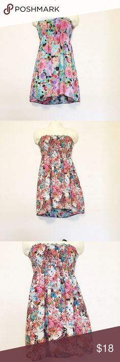 Reversible Strapless Summer Dress Cute reversible strapless summer dress that's Perfect for any occasion can be dressed up or down. Worn a couple of times and is in great condition. No size tag but can fit a small or medium. #summerdress #summerclothes #casualdresses Dresses Strapless