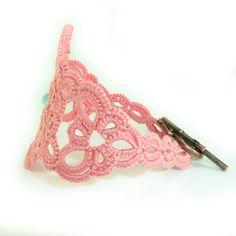 Elegant lace bracelet in dusty pink - romantic