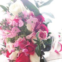 Hoy en #LaFleurBoutique decidimos apapachar a las personas que nos han apoyado con uno de nuestros #BunchOfFlowers, diseñado con #Flores de temporada. Hagan su pedido al 0445539005051 #EntregasEspeciales #DiseñoFloral #DecoraciónFloral #ArreglosFlorales #EntregasADomicilio #EnvíosFlorales #RegalaFlores #EnvíaFlores #Flowers #LaFleurBoutique #Bouquet