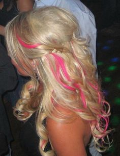 For the summer! Soft long layered blonde hair with barbie pink streaks throughout in a loosely curled formal hairstyle. Love Hair, Great Hair, Gorgeous Hair, Beautiful, Blonde Balayage, Blonde Highlights, Hairstyles Haircuts, Pretty Hairstyles, Hair Streaks
