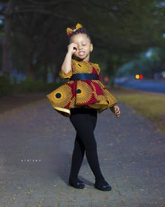 Online Hub For Fashion Beauty And Health: Checkout This Uniquely Stylish Blouse On A Pop Sock For The Sweet Girls Baby African Clothes, African Dresses For Kids, Latest African Fashion Dresses, African Print Dresses, African Print Fashion, Baby Girl Dresses, Baby Dress, Kids Dress Wear, Black Kids Fashion