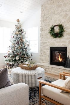 Proof that Sometimes Less is More when it Comes to Christmas Decor | lark & linen