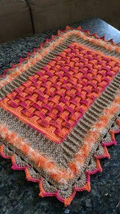 tapete trançado Crochet Pincushion, C2c Crochet, Crochet Doilies, Free Crochet, Crochet Hats, Crochet Flower Tutorial, Crochet Flower Patterns, Doily Patterns, Crochet Leaves