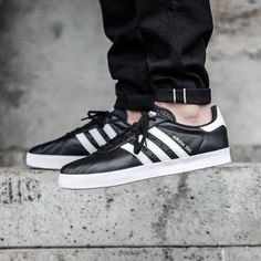 purchase cheap 247a6 29cd6 adidas Originals 350 Black. Donna Ramos
