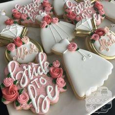 Bridal Shower Desserts, Bridal Shower Party, Themed Bridal Showers, Bridal Shower Treats, Bridal Shower Cakes Rustic, Wedding Shower Cupcakes, Rustic Wedding Showers, Elegant Cookies, Bridal Shower Planning