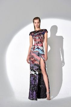 The complete Zuhair Murad Pre-Fall 2019 fashion show now on Vogue Runway. Fashion Over 50, Fashion Week, Runway Fashion, Fashion Trends, Cheap Fashion, Fashion 2017, Latest Fashion, Womens Fashion, Haute Couture Style
