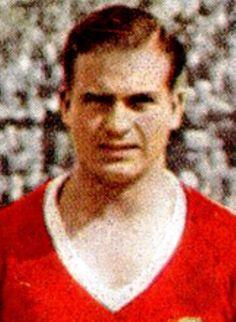 GRANDES NOMES GUSTAVO TEIXEIRA (26/12/1908 - 01/01/1987) Representou o Benfica durante 7 épocas, entre 32/33 e 38/39, marca...
