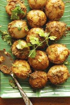 Spicy Baby Potatoes or Aloor Dum – Kolkata Street Style! - All Things Bengali - Potatoes Recipes Aloo Recipes, Veg Recipes, Potato Recipes, Indian Food Recipes, Asian Recipes, Vegetarian Recipes, Cooking Recipes, Ethnic Recipes, Indian Foods